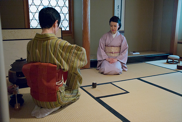 an analysis of the tea ceremony in japan and the history of chado The spirit and history of chado he influenced the re-introduction of the tea ceremony into the japanese society after a time of chaos lastly was sen rikyu, who set the original standards and rules of the ceremony he integrated tea ceremonies into the daily lives of the japanese and brought back the importance of the tea sen.
